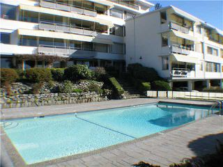 "Photo 9: 211 2290 MARINE Drive in West Vancouver: Dundarave Condo for sale in ""SEAVIEW GARDENS"" : MLS®# V908588"