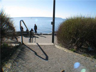"Photo 10: 211 2290 MARINE Drive in West Vancouver: Dundarave Condo for sale in ""SEAVIEW GARDENS"" : MLS®# V908588"