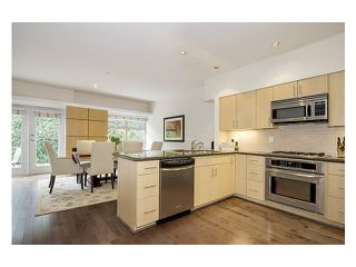 Photo 3: 38 3750 EDGEMONT Boulevard in North Vancouver: Capilano Highlands Condo for sale : MLS®# V999418
