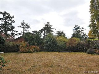 Photo 17: 468 Foster Street in VICTORIA: Es Saxe Point Single Family Detached for sale (Esquimalt)  : MLS®# 330082