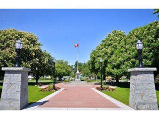 Photo 2: 301 614 Fernhill Pl in VICTORIA: Es Rockheights Condo for sale (Esquimalt)  : MLS®# 705977
