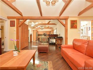 Photo 3: 671 Kelly Road in VICTORIA: Co Hatley Park Single Family Detached for sale (Colwood)  : MLS®# 362690