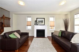 Photo 2: 9 Beverton Crest in Ajax: Northwest Ajax House (2-Storey) for sale : MLS®# E3492874