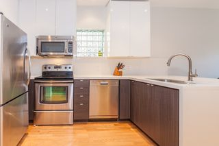 Photo 5: 103 962 W 16TH Avenue in Vancouver: Cambie Condo for sale (Vancouver West)  : MLS®# R2095692