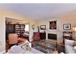 Photo 3: 301 1148 Goodwin St in VICTORIA: OB South Oak Bay Condo Apartment for sale (Oak Bay)  : MLS®# 743461