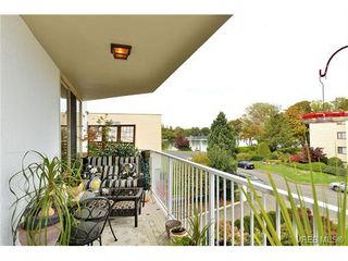 Photo 2: 301 1148 Goodwin St in VICTORIA: OB South Oak Bay Condo Apartment for sale (Oak Bay)  : MLS®# 743461