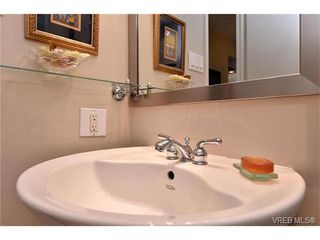Photo 15: 301 1148 Goodwin St in VICTORIA: OB South Oak Bay Condo Apartment for sale (Oak Bay)  : MLS®# 743461