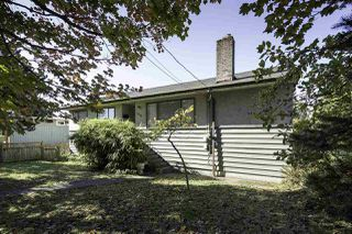 Photo 2: 2949 CHESTERFIELD Avenue in North Vancouver: Upper Lonsdale House for sale : MLS®# R2117460