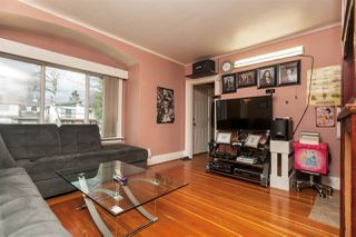 Photo 3: 2668 E 8TH Avenue in Vancouver: Renfrew VE House for sale (Vancouver East)  : MLS®# R2154195