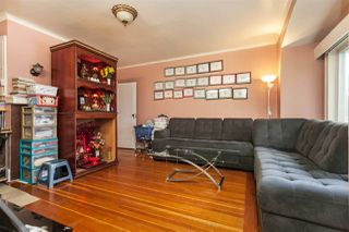 Photo 2: 2668 E 8TH Avenue in Vancouver: Renfrew VE House for sale (Vancouver East)  : MLS®# R2154195