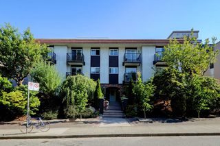 "Photo 2: 104 2234 W 1ST Avenue in Vancouver: Kitsilano Condo for sale in ""OCEAN VILLA"" (Vancouver West)  : MLS®# R2191969"