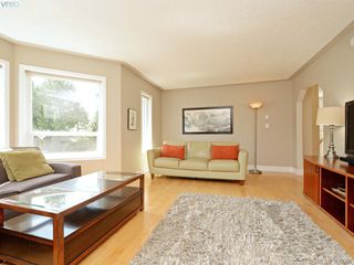 Photo 3: 4963 ARSENAULT Pl in VICTORIA: SE Cordova Bay Single Family Detached for sale (Saanich East)  : MLS®# 785855