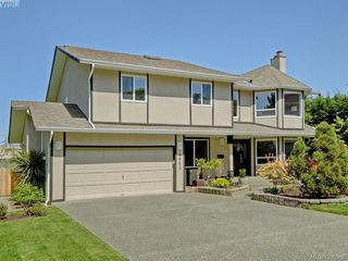 Photo 1: 4963 ARSENAULT Pl in VICTORIA: SE Cordova Bay Single Family Detached for sale (Saanich East)  : MLS®# 785855