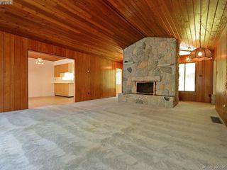 Photo 3: 665 Fairway Ave in VICTORIA: La Langford Proper House for sale (Langford)  : MLS®# 793820