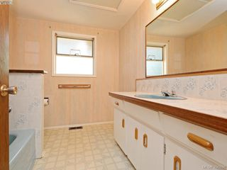 Photo 8: 665 Fairway Ave in VICTORIA: La Langford Proper House for sale (Langford)  : MLS®# 793820