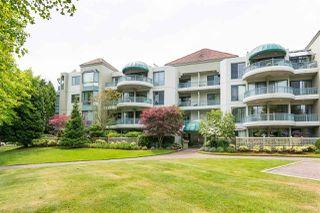 Photo 1: 404 1705 MARTIN Drive in Surrey: Sunnyside Park Surrey Condo for sale (South Surrey White Rock)  : MLS®# R2303776