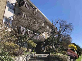 "Photo 2: 203 120 E 4TH Street in North Vancouver: Lower Lonsdale Condo for sale in ""Excelsior House"" : MLS®# R2358559"