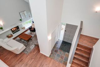 Photo 2: 916 RICE Road in Edmonton: Zone 14 House for sale : MLS®# E4162814