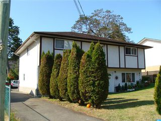 Photo 3: 937+939 Shearwater St in VICTORIA: Es Old Esquimalt Full Duplex for sale (Esquimalt)  : MLS®# 820703