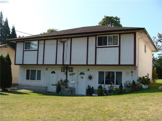 Photo 2: 937+939 Shearwater St in VICTORIA: Es Old Esquimalt Full Duplex for sale (Esquimalt)  : MLS®# 820703