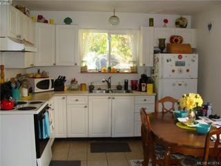 Photo 4: 937+939 Shearwater St in VICTORIA: Es Old Esquimalt Full Duplex for sale (Esquimalt)  : MLS®# 820703