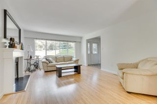 Photo 2: 1030 GATENSBURY Road in Port Moody: Port Moody Centre House for sale : MLS®# R2394825
