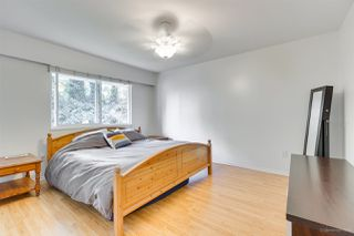 Photo 11: 1030 GATENSBURY Road in Port Moody: Port Moody Centre House for sale : MLS®# R2394825