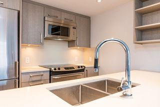 Photo 3: 713 933 E HASTINGS Street in Vancouver: Strathcona Condo for sale (Vancouver East)  : MLS®# R2399927