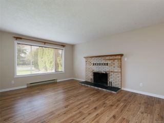 Photo 2: 708 Miller Ave in : SW Royal Oak House for sale (Saanich West)  : MLS®# 858813