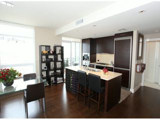 "Photo 9: 1204 15152 RUSSELL Avenue: White Rock Condo for sale in ""MIRAMAR"" (South Surrey White Rock)  : MLS®# F1408728"