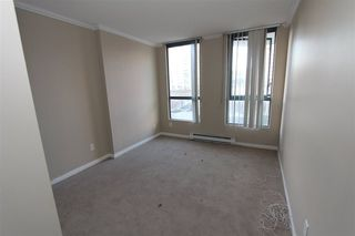 Photo 3: 302 55 TENTH STREET: Downtown NW Home for sale ()  : MLS®# R2023622