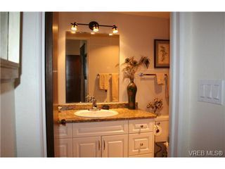 Photo 5: 310 25 Government St in VICTORIA: Vi James Bay Condo for sale (Victoria)  : MLS®# 741120
