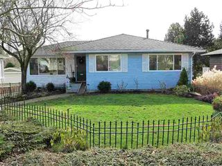 Photo 1: 13726 COLDICUTT AVENUE in South Surrey White Rock: Home for sale : MLS®# R2037381