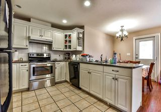 Photo 5: 7761 CEDAR Street in Mission: Mission BC House for sale : MLS®# R2218307