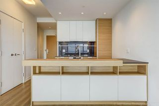 """Photo 1: 3302 4688 KINGSWAY in Burnaby: Metrotown Condo for sale in """"STATION SQUARE"""" (Burnaby South)  : MLS®# R2223914"""