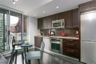 """Photo 2: 701 918 COOPERAGE Way in Vancouver: Yaletown Condo for sale in """"THE MARINER"""" (Vancouver West)  : MLS®# R2244805"""