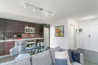 """Photo 4: 701 918 COOPERAGE Way in Vancouver: Yaletown Condo for sale in """"THE MARINER"""" (Vancouver West)  : MLS®# R2244805"""