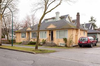 "Photo 2: 1907 KITCHENER Street in Vancouver: Grandview VE House for sale in ""COMMERCIAL DRIVE"" (Vancouver East)  : MLS®# R2248236"
