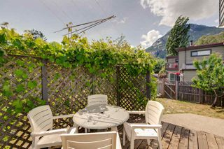 Photo 14: 1021 BROTHERS Place in Squamish: Northyards House 1/2 Duplex for sale : MLS®# R2274720