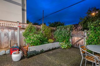 """Photo 3: 116 245 W 15TH Street in North Vancouver: Central Lonsdale Townhouse for sale in """"Chatsworth Mews"""" : MLS®# R2333983"""