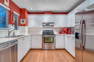 """Photo 11: 116 245 W 15TH Street in North Vancouver: Central Lonsdale Townhouse for sale in """"Chatsworth Mews"""" : MLS®# R2333983"""