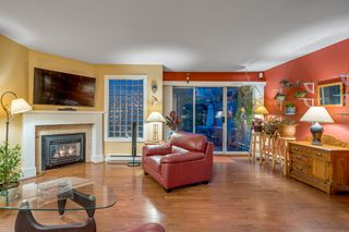 """Photo 5: 116 245 W 15TH Street in North Vancouver: Central Lonsdale Townhouse for sale in """"Chatsworth Mews"""" : MLS®# R2333983"""