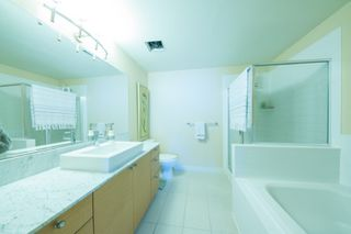"Photo 10: 2502 400 CAPILANO Road in Port Moody: Port Moody Centre Condo for sale in ""ARIA2"" : MLS®# R2354203"