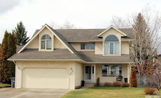 Photo 1: 646 WHITESWAN Drive in Saskatoon: Silverwood Heights Residential for sale : MLS®# SK771564