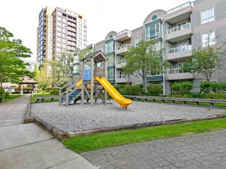 "Photo 15: 1802 5189 GASTON Street in Vancouver: Collingwood VE Condo for sale in ""THE MACGREGOR"" (Vancouver East)  : MLS®# R2369458"