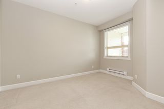 """Photo 7: 326 13897 FRASER Highway in Surrey: Whalley Condo for sale in """"THE EDGE"""" (North Surrey)  : MLS®# R2499236"""
