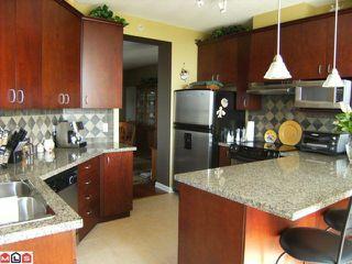 Photo 4: 402 1550 MARTIN Street: White Rock Condo for sale (South Surrey White Rock)  : MLS®# F1123164
