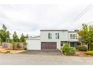Photo 1: 1205 BEACH GROVE Road in Tsawwassen: Beach Grove House 1/2 Duplex for sale : MLS®# V1135632
