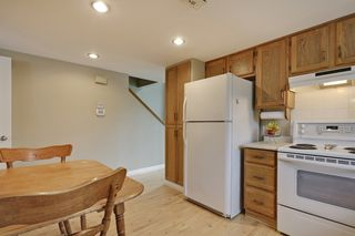 Photo 9: 4022 46 Street SW in Calgary: House for sale : MLS®# C4014489