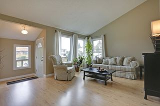 Photo 3: 4022 46 Street SW in Calgary: House for sale : MLS®# C4014489